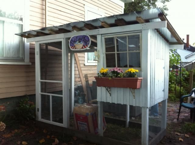 Small coop chicken coop duck pond pinterest recycled for Cute chicken coop ideas