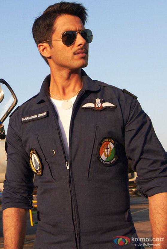 Shahid-Kapoor-Hot-Mausam-Movie-Hot-Images-Stills-Gallery-Pictures-Photos-03