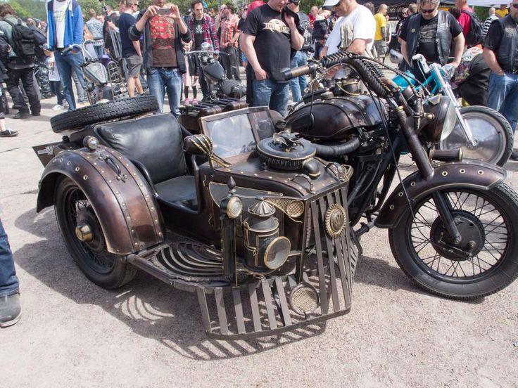 Yleisöäänestyksen voittaja ja custom-sarjan kakkonen Jaarnin Steampunk-tyyliin rakentama vm-59 K-750.