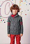 Вязаный спицами пуловер с косами для мальчика