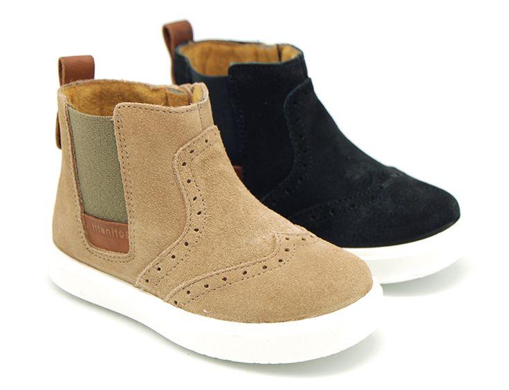 Tienda online de calzado infantil Okaaspain. Calidad al mejor precio fabricado en España. Botín en serraje con elástico y cremallera.