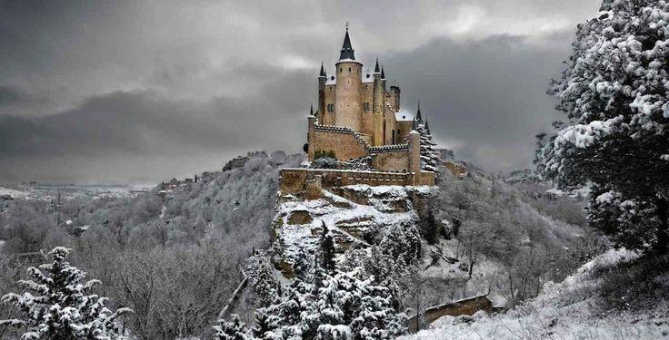 Kış soğunu hissetmeye başladığımız bugünlerde Avrupa'nın pek çok bölgesi karlar altında kaldı bile. Kırsal bölgelerde ve dağlarda etkili olan kar yağışları aralık ayının ilk günlerinden itibaren çevreyi beyaz bir örtüyle […]
