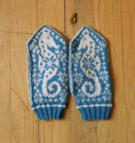 SaltyCrafts: Nautical Christmas Mittens