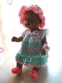 Damit die Puppenmutti mit dem Puppenbaby im Partnerlook gehen kann, bekommt das Puppenbaby ein ähnliches Kleid- dazu gleich ein passendes ...