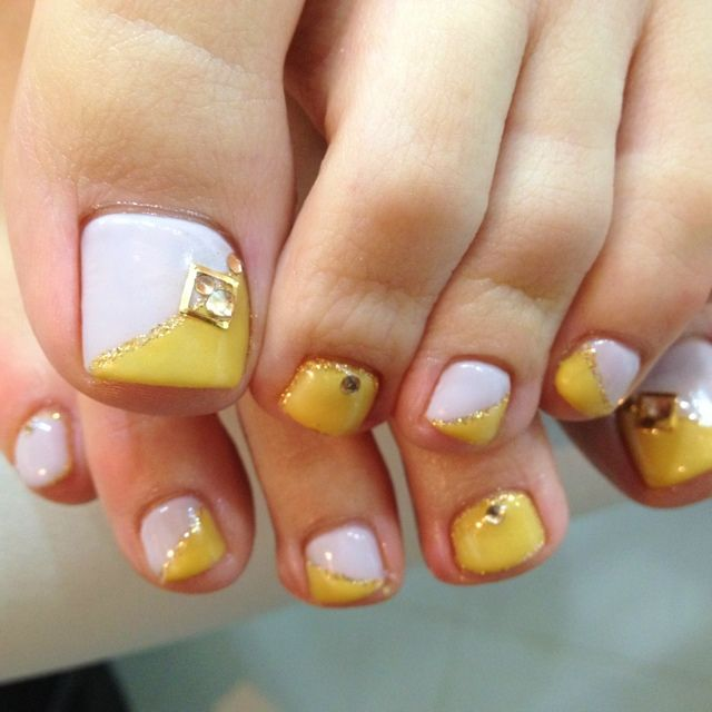 White-Yellow Toe nail art #nailbook