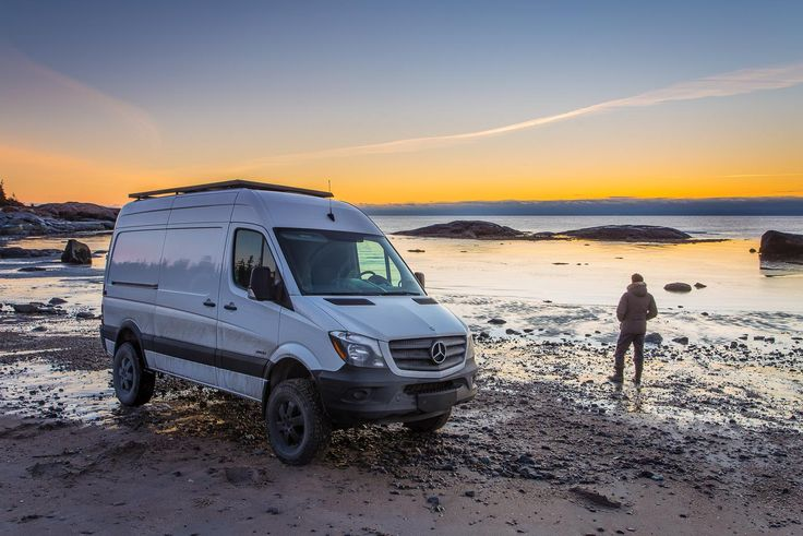 Mercedes-Benz Sprinter 4x4 sur la plage à Pointe-des-Monts / My Mercedes-Benz Sprinter on the shore in Pointe-des-Monts. #Côte-Nord #Quebec, #Canada #Mercedes #Sprinter #Vanlife #Sprinterlife