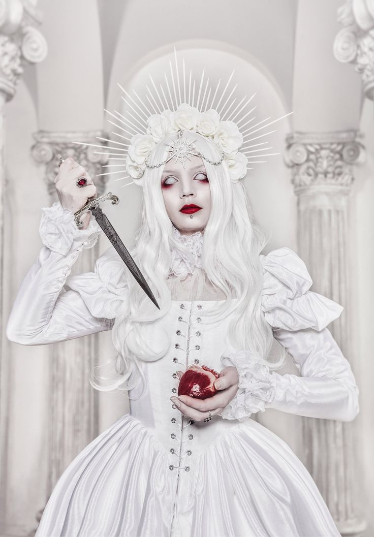 La Dame Blanche  Ph: Stanislav Aleksashin  Md: Katherine Baumgertner  Dress: Kat…