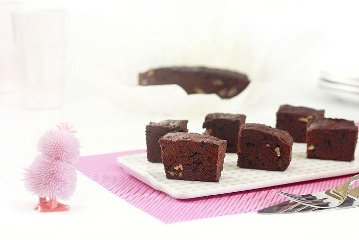 Si quieres un brownie para merendar no tienes porqué salir de casa. Cocínalo con tu slow cooker y ya verás qué gusto cuando den las seis.