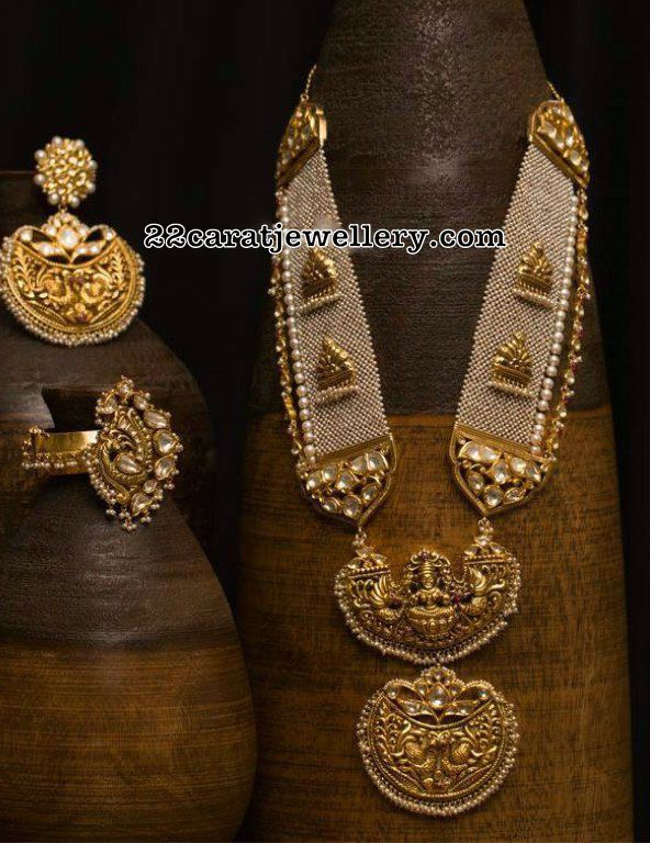 Belt Style Pearls Set Lakshmi Pendant