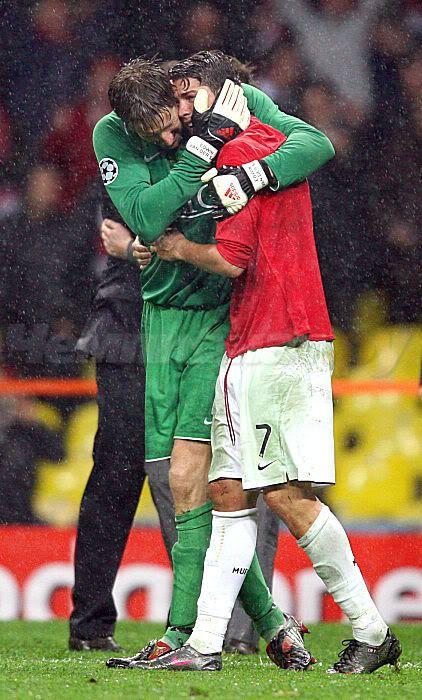 Edwin Van Der Sar comforting Cristiano Ronaldo