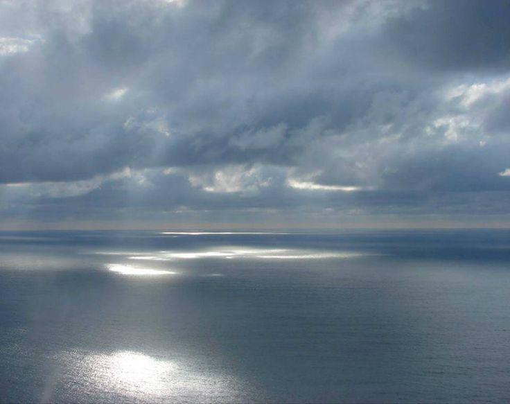 Continuare a nuotare senza sosta in questo mare infinito col costante desiderio di posare i piedi su una terra leggendaria  Lucia Lo Cascio  ca