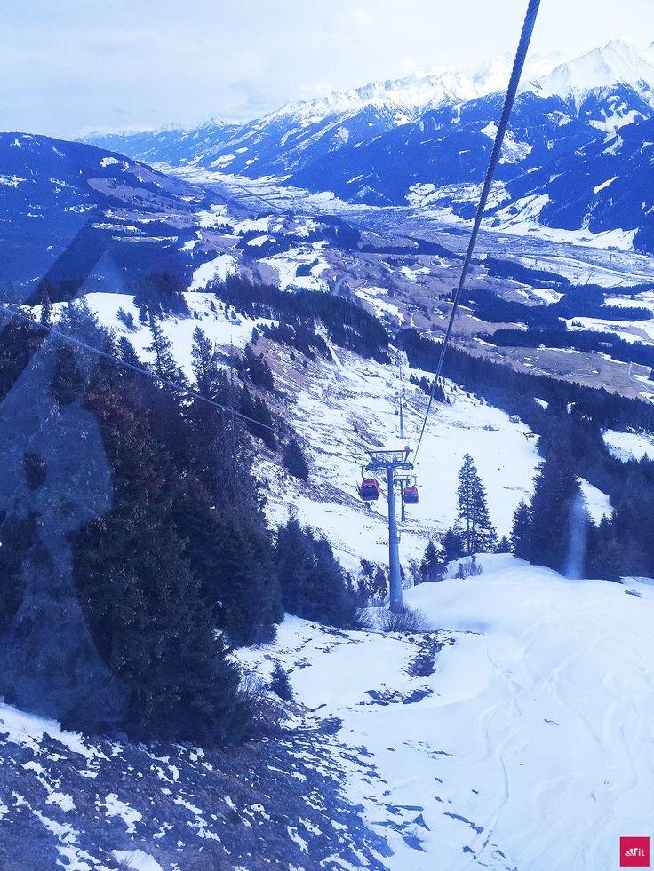 Und huiiii – heute war ich das erste mal im Kitzbüheler Skigebiet Skifahren. Das Motto lautete: Abfahrt!  Wir hatten das mega Wetter. Sonne, nicht zu kalt – einfach herrlich. Unsere Ferienwohnung ist gleich um die Ecke. Wir wohnen im Schloss Mittersill. Es ist einfach wunderschön hier. Fotos und der Bericht sind online ... Geht es euch auch so?