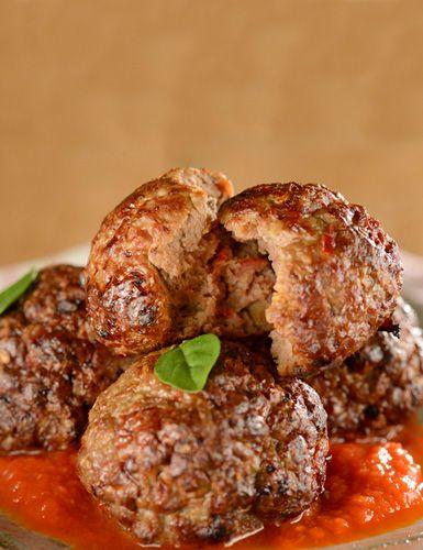 Aprenda a fazer uma deliciosa receita de almôndegas de frango e tenha mais uma opção saudável para o seu jantar.