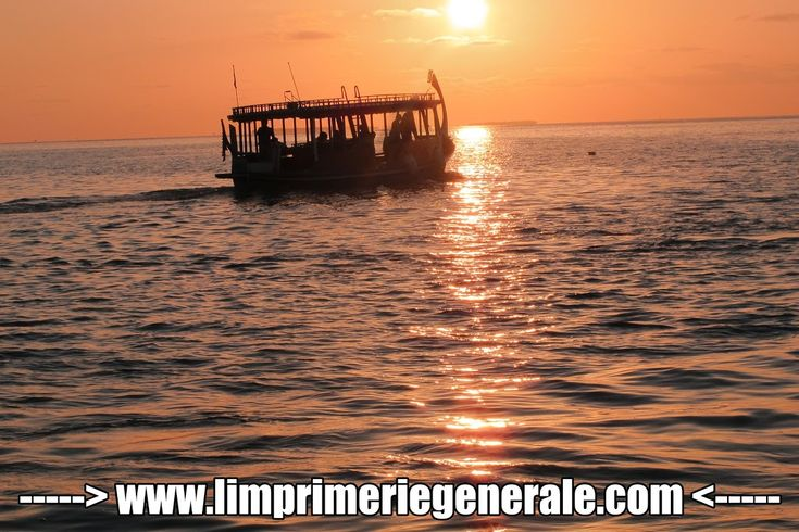 Nouvelle photo plus de l'équipe bateau sur l'océan indien - Imprimer des affiches publicitaireshttp://www.limprimeriegenerale.com/affiche