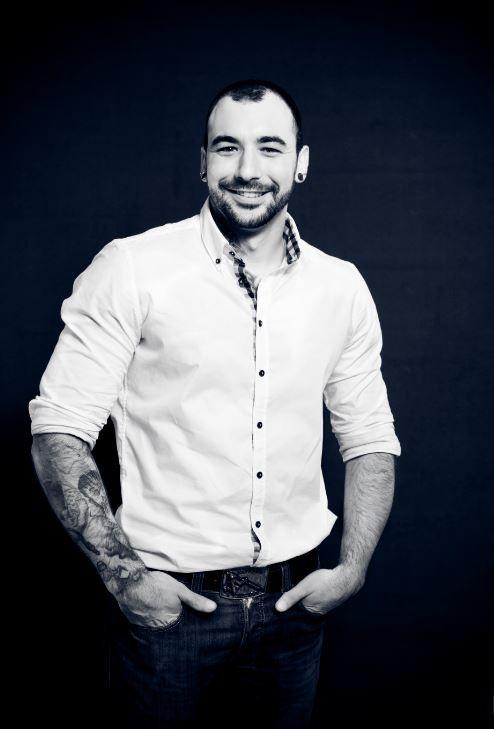 Yannick Dimino est tatoueur à Valence et s'est spécialisé dans le tatouage dark, le tatouage noir et gris, le tatouage réaliste, le tatouage new school et le tatouage portrait.