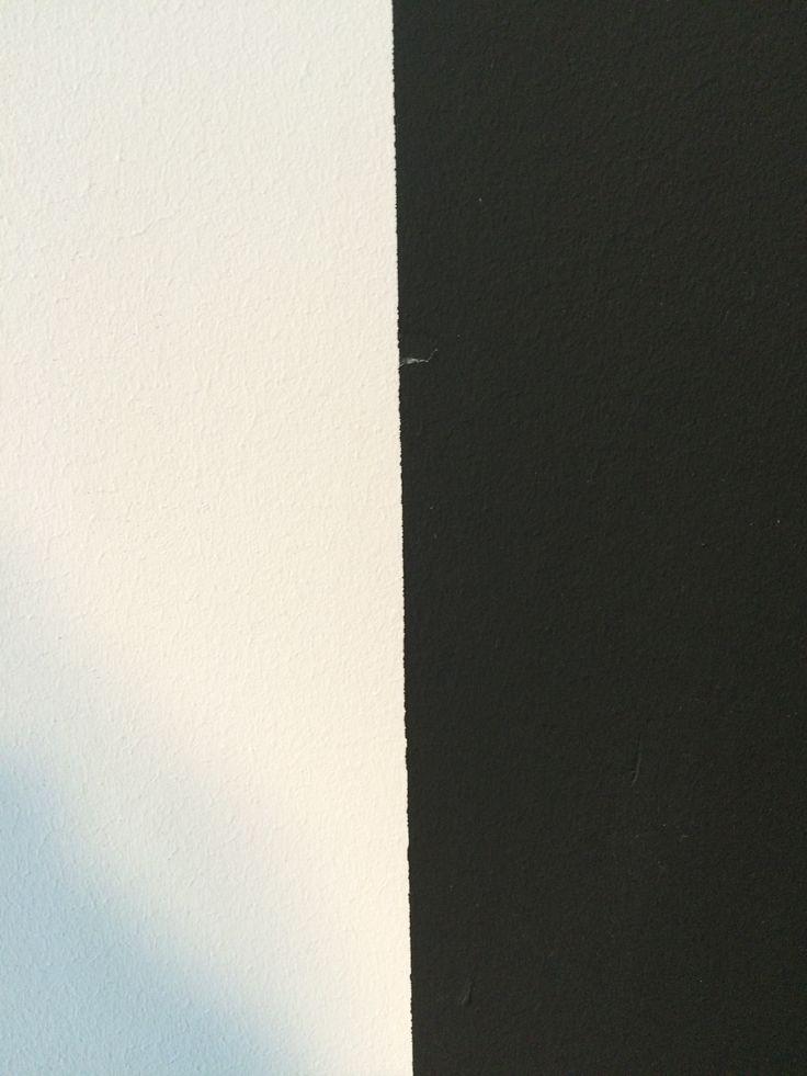 Hier komen twee verschillende kleuren van muren samen. Hierin zag ik twee verschillende vlakken die samen kwamen.