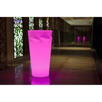 Lampa nowoczesna DISCO L LED posiada ciekawy wygląd, odporność termiczną od -3- do +40 stopni C. jest odporna na stłuczenia, wodoodporna, energooszczędna. Dodatkowym atutem tego modelu jest możliwość zdalnego sterowania. Wykonana jest z polietylenu.