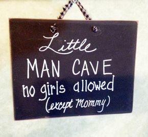 Kleine Man Cave teken groot decor voor jongens kwekerij. Geen meisjes toegestaan behalve mama. Groot log om te beginnen met uw zoon naar zijn erfenis man. Hand geschilderd hout teken, meet ongeveer 8 x 10 met een stof lint voor opknoping.