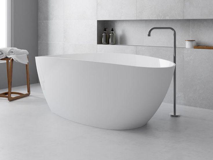 Bañera de resina de color blanco, con forma ovalada y 270 litros de capacidad. Medidas: 71 x 156 cm.
