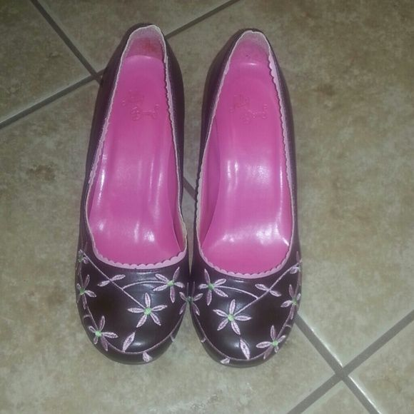 Brown flower embroidery heels Brown flower embroidery heels. Worn once.  Heel approx 1 1/2 inches. Jelly Beans Shoes Heels