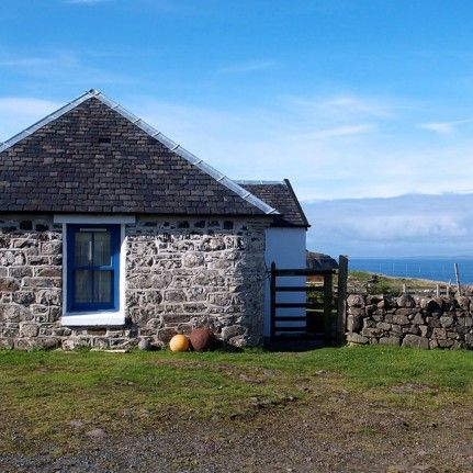 Treshnish & Haunn Cottages – Green Accommodation in Calgary, Argyll and Bute, Scotland, GB  In the Isle of Mull 8 wonderful cottages await you in the middle of a wonderful landscape, full of wildlife.