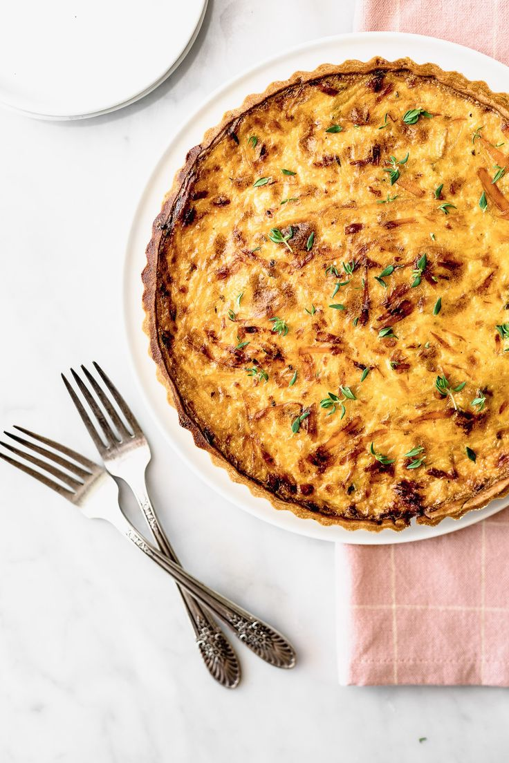 Discover recipes, home ideas, style inspiration and other ideas to try. Quiches, Zucchini Quiche, Keto Quiche, Empanadas, Vegetarian Cheese, Caramelized Onions, Casserole Recipes, Macaroni And Cheese, Cravings