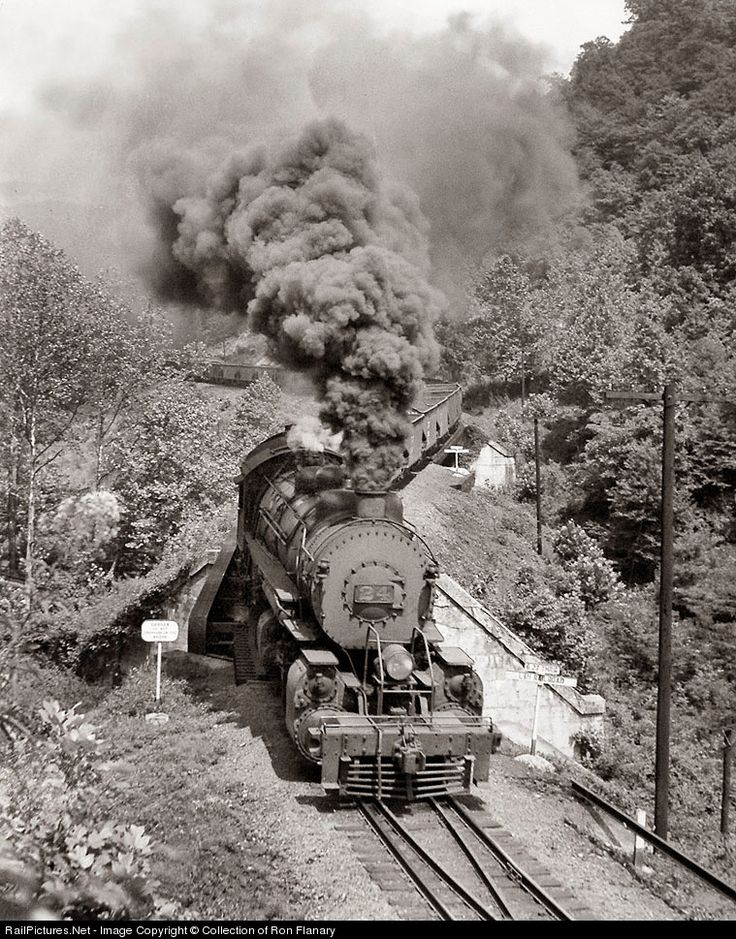 A train of empty L&N hoppers rolls downgrade into Appalachia across Powell River (distance bridge), and the L&N's Cumberland Valley Di… | I LOVE TRAINS | Pinte…