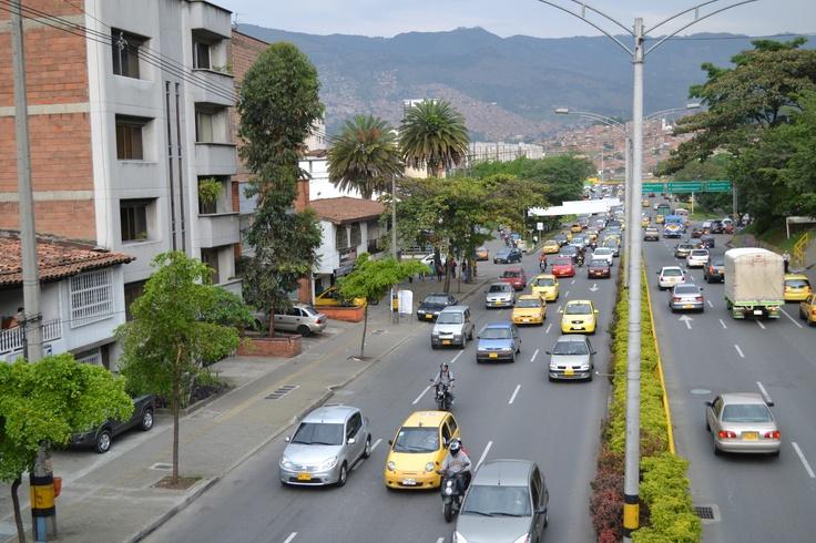 Antes del día sin carro 2012 en Medellín. Lugar: Av 33, hacia el puente. Fecha: 19 de abril de 2012 - 5:10pm