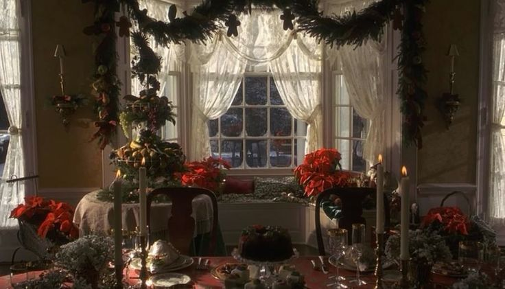 Christmas decorating-- from Miracle on 34th st (remake)