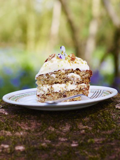 Jamie's hummingbird cake recipe is simply delicious; packed with banana, pineapple and topped with zesty cream cheese and a crunchy pecan brittle.