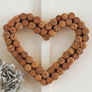 Our heart cork wreath is handmade her in the UK. It is a wonderful and unusual decoration which can also double up as a noticeboard or Christmas card holder (just pin things to the corks!).