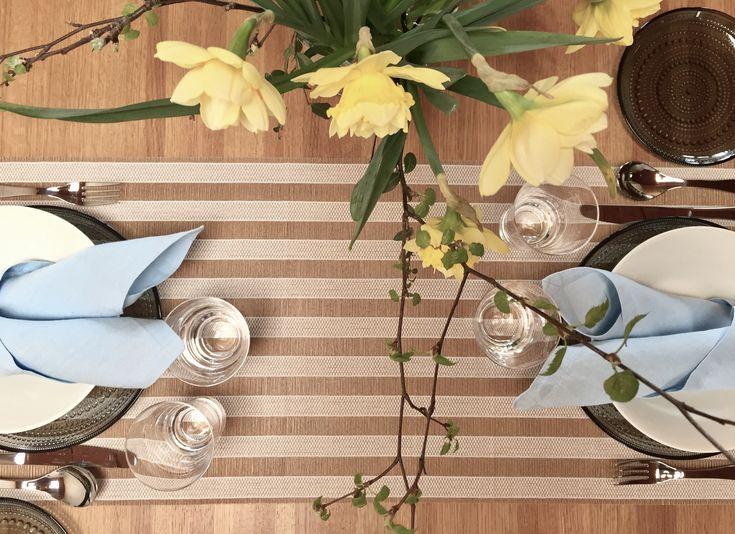 Woodnotes Open Sky white-natural Table runner with natural materials and colors. #spring #easter #pääsiäinen #kattaus #kevätkattaus