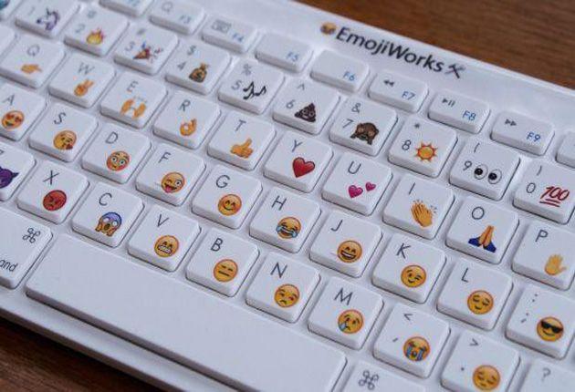Sale a la venta el primer teclado de emojis - http://webadictos.com/2015/11/07/emojiworks/?utm_source=PN&utm_medium=Pinterest&utm_campaign=PN%2Bposts