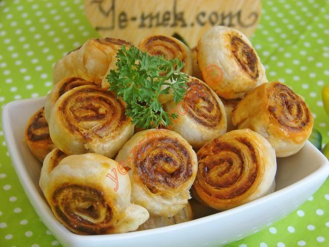 Çemenli Mini Milföyler Resimli Tarifi - Yemek Tarifleri