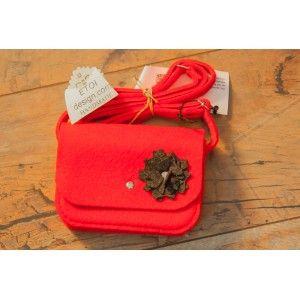 Etoi Design - czerwona torebka z kwiatkiem.