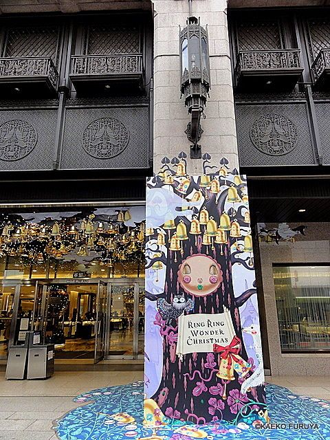 伊勢丹のクリスマスデザインは、今年も素敵です♪             ↓ このEnterクリックもダメですよ^^;  ウィンドーから壁まで一体化...