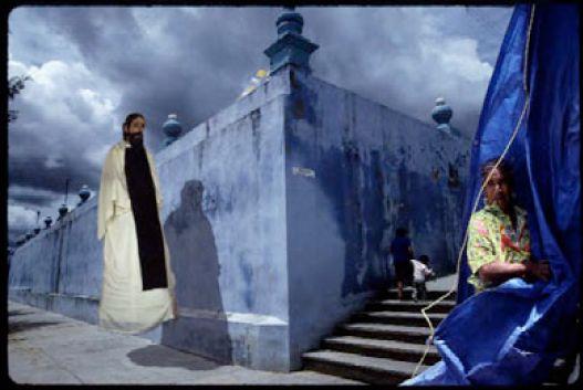 """""""El santo paseo"""" - 1991/1992 - Nochixtlan, Oasaca, Mexico - Transparencias color, 35mm  - Imagen modificada digitalmente - Derechos reservados de todo el Web Site © Copyright 2008 Pedro Meyer"""