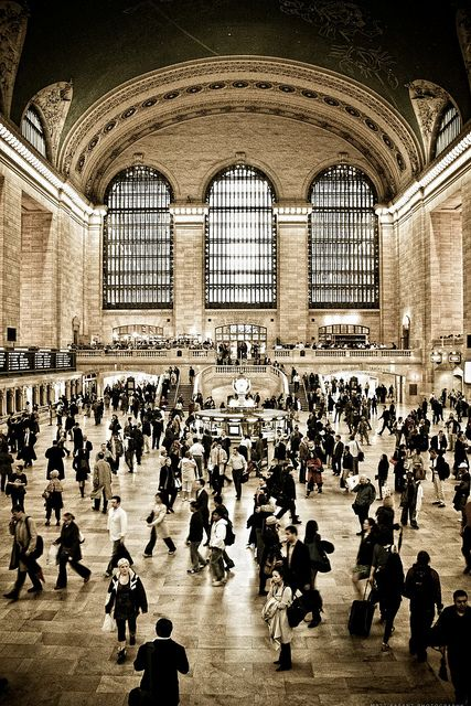 one day I am just going to sit here for a whole day and just watch everyone and everything around me #grandcentralstation