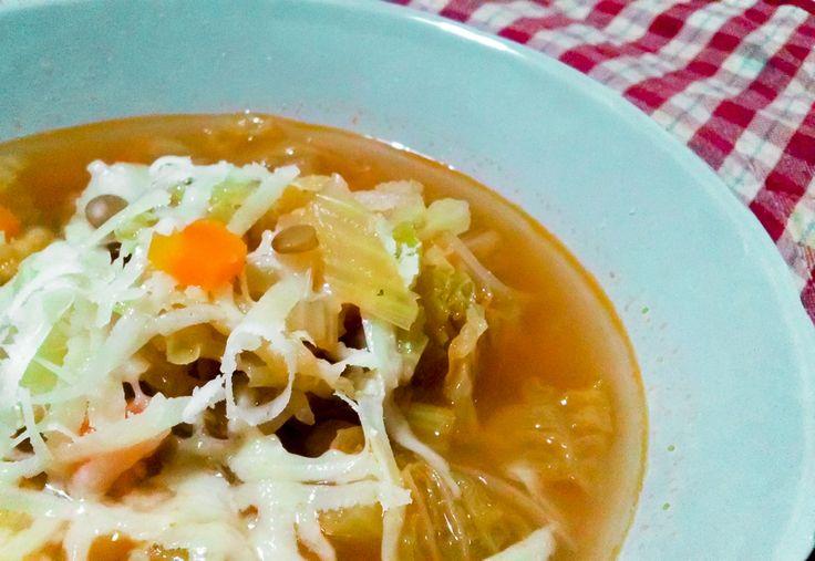 L' Ultima zuppa d'inverno ...su kitchengirl.it http://www.kitchengirl.it/bocconcini/lultima-zuppa-dinverno/ #kitchengirl #zuppa #inverno #lenticchie #verza #carote #sedano