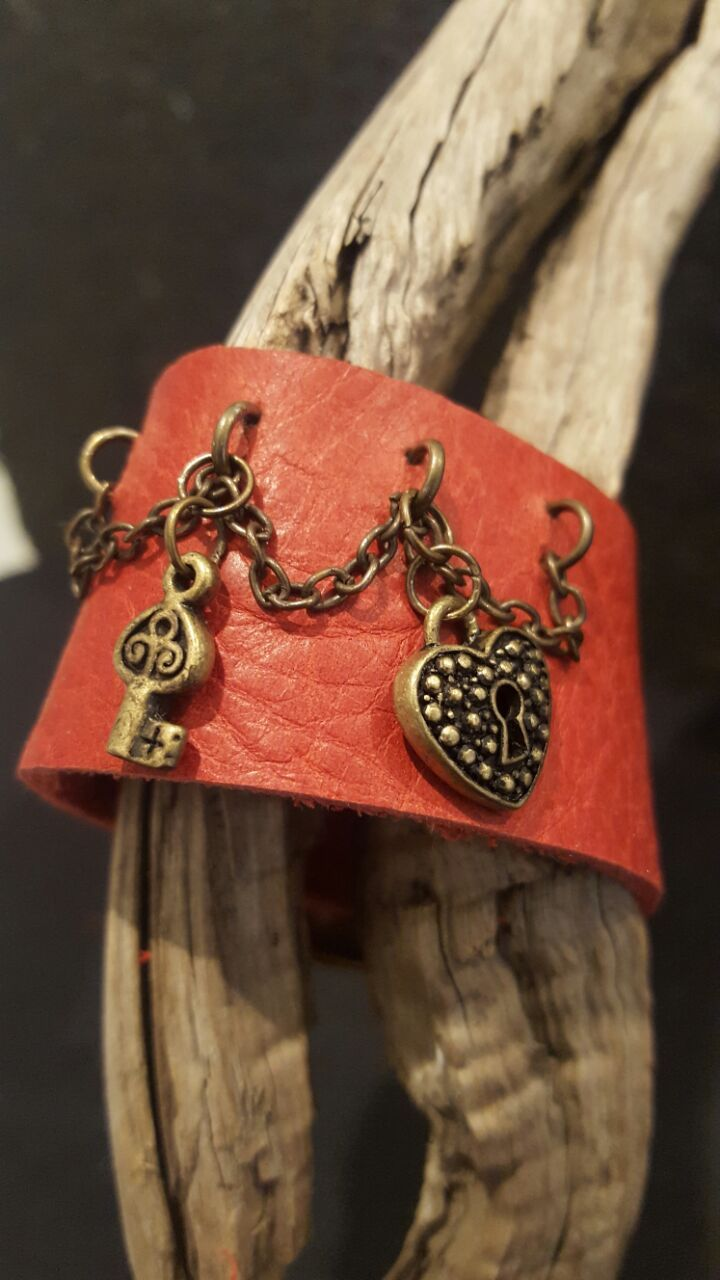 L95 R80.00  thick red genuine leather bracelet brass chain rings buckle key and heart lock fits wrist 16-18cm