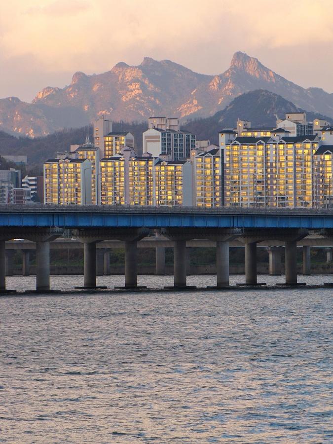 Bridge Over Han River In Seoul, South Korea