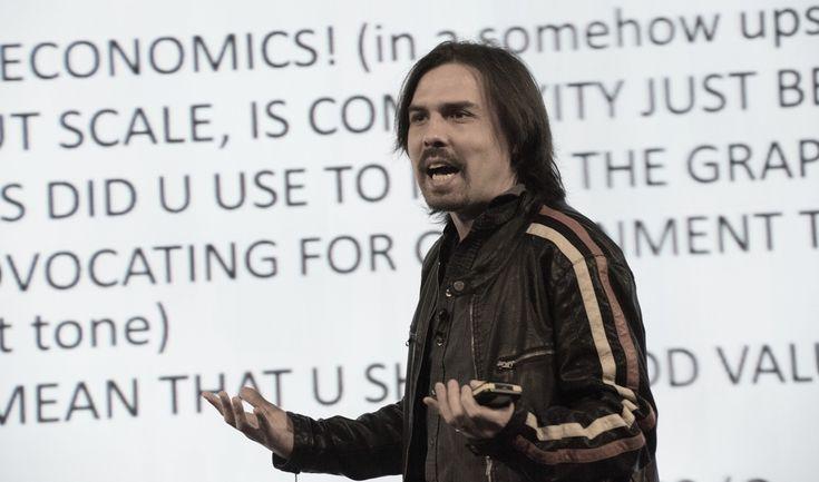"""César Hidalgo, el físico chileno del MIT: """"Todos los países realizan un trabajo bastante malo en hacer los datos públicos de manera accesible"""""""