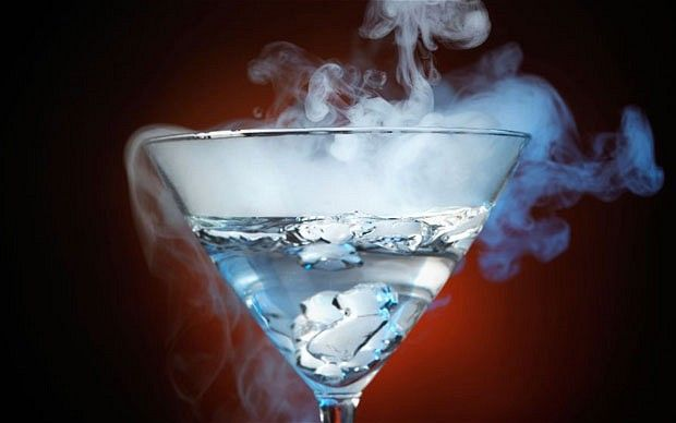 Smoked cocktails: the latest drinks craze #mixology #trend