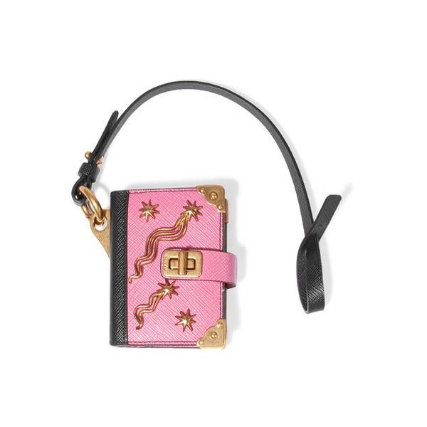 Prada - Verzierter Schlüsselanhänger aus Strukturiertem Leder - Babypink #prada #accessoire