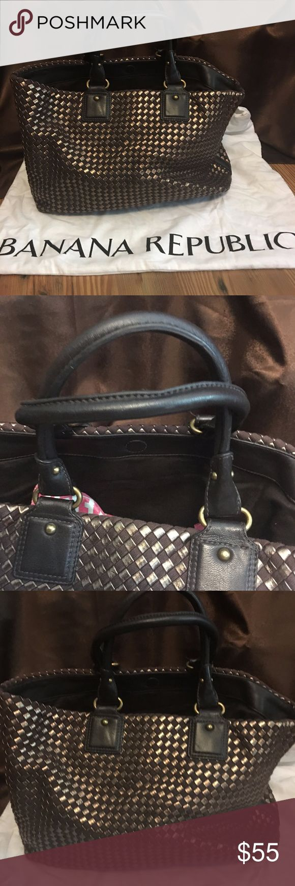 """Banana Republic Tote Woven cotton and polyurethane body with lamb leather trim and handles. Leather base. 11""""w 5""""d 9""""h. Great to carry your iPad and wallet or maybe your pumps for work. Brown and bronze woven.  SMOKE FREE HOME SHIPS SAME DAY Banana Republic Bags Totes"""