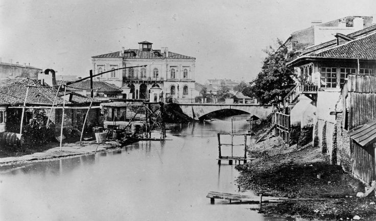 Ludwig Angerer - Kretzulescu House (in the left). We can see a bridge and the Dambovita river with its slums, 1856?