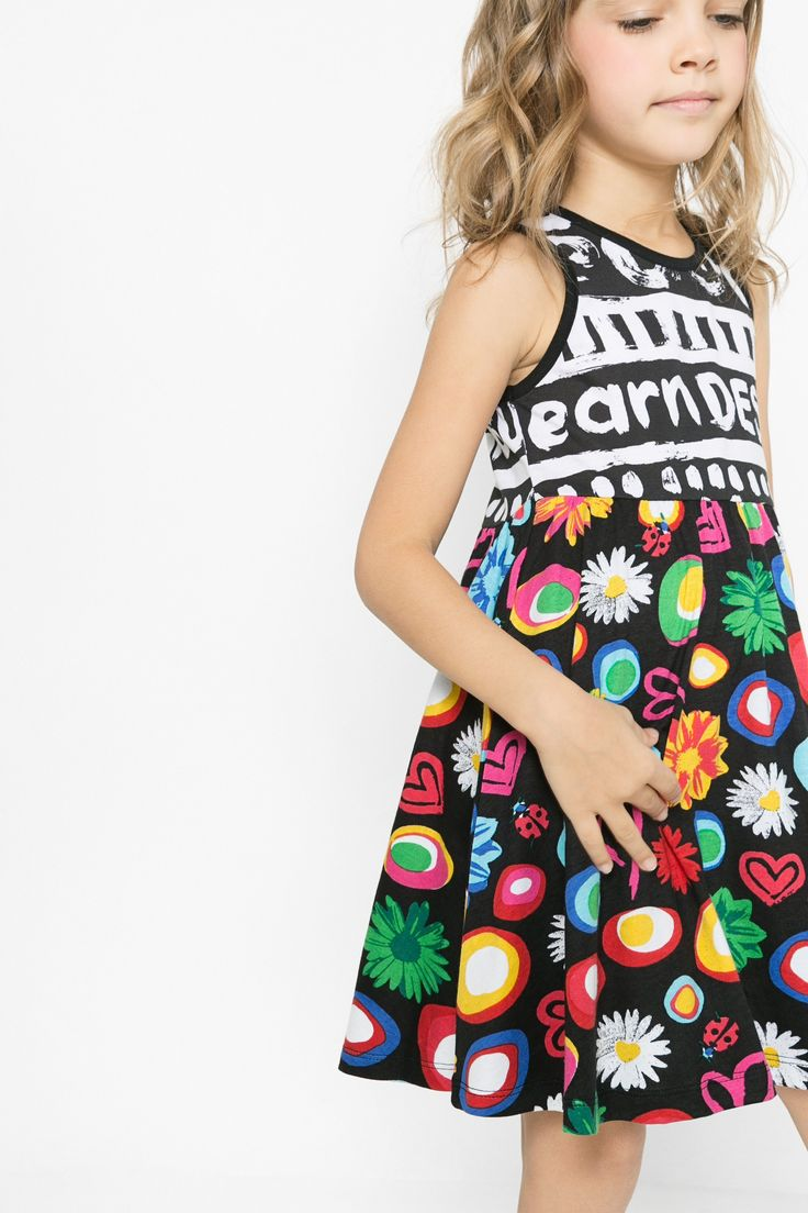 Vestido con falda plisada para niña Desigual. La colección viene con ganas de jugar, ¿te apuntas?