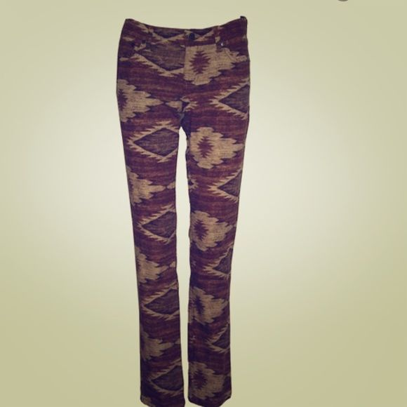 L-RL Ralph Lauren Straight Aztec Pant Modern straight cut! Brand new without tags!! Super cute!  Sits below the waist Straight through hip and thigh Slim straight leg 98% Cotton, 2% Elastane Ralph Lauren Jeans