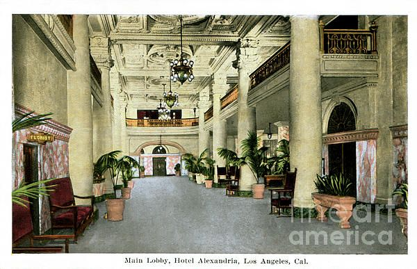 The Alexandria Hotel lobby in downtown Los Angeles, circa 1937, when the hotel reopened. (Bizarre Los Angeles / Sad Hill)