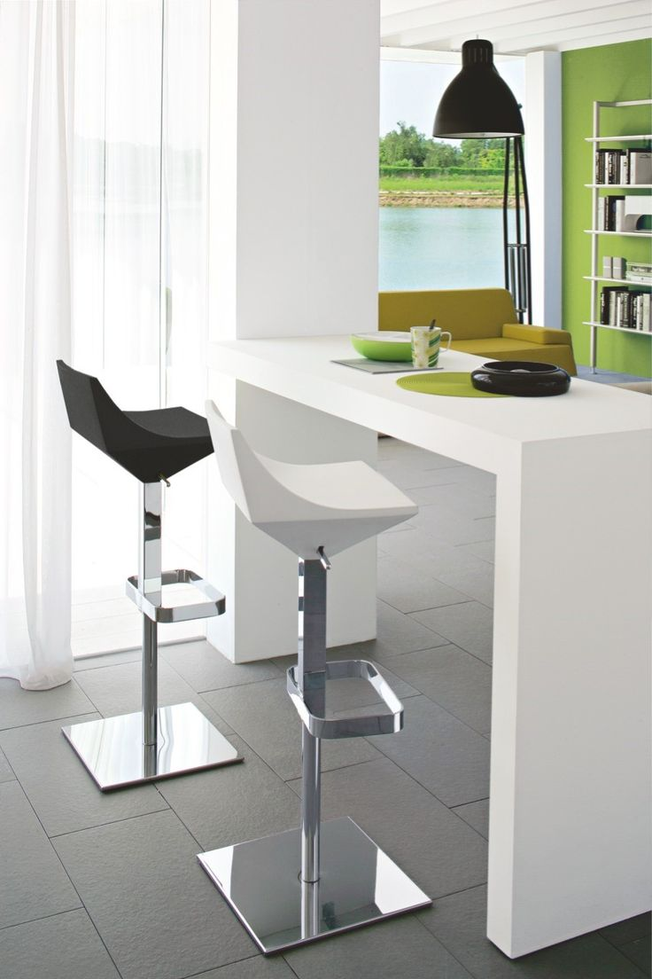 The FLY stool swivels and is height adjustable (from 61 to 87 cm) by means of the gas-lift lever. The polyurethane seat is extremely soft and comfortable. It features a metal pedestal base with square base plate for maximum stability. #calligaris #modern #adjustable